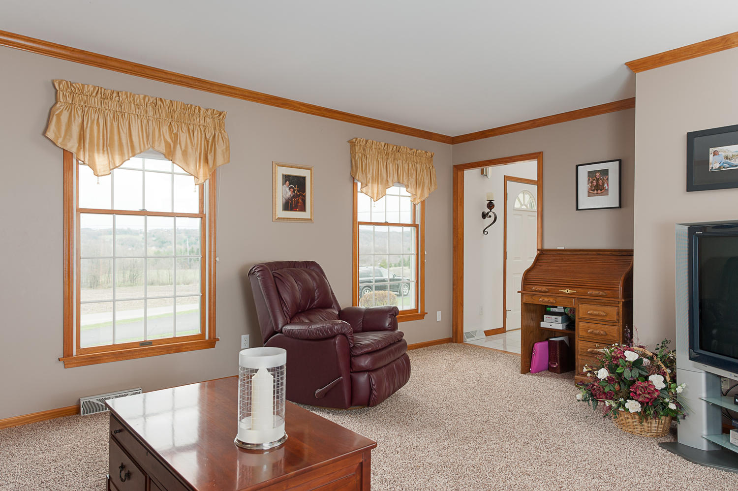6738 East Creek South Wales NY-large-004-Living Room-1500x999-72dpi