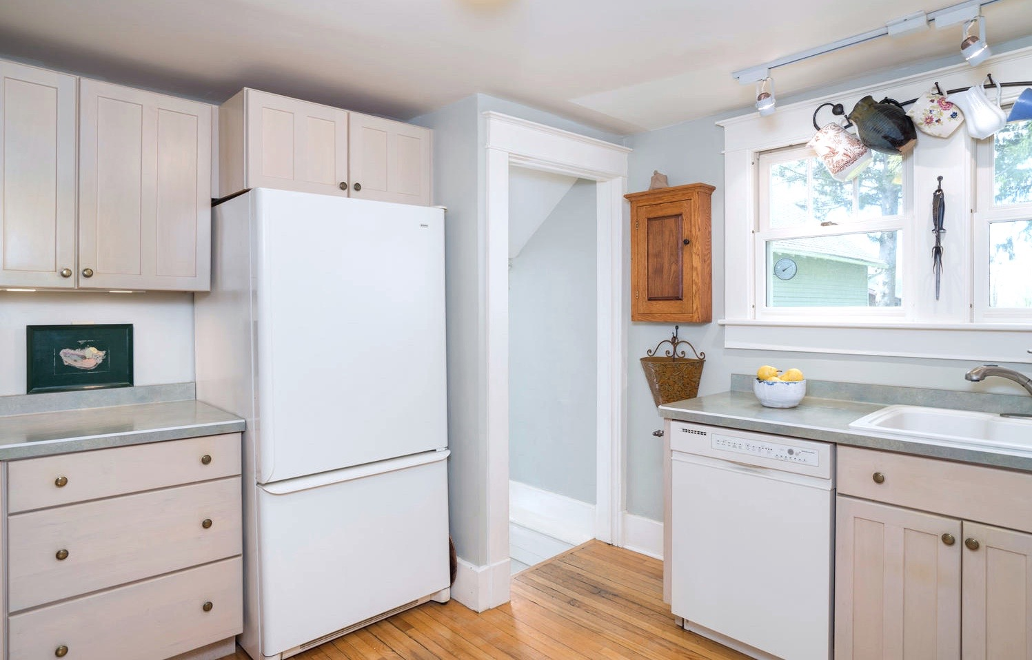 3011 W Blood Rd East Aurora NY-large-007-21-Kitchen-1498x1000-72dpi