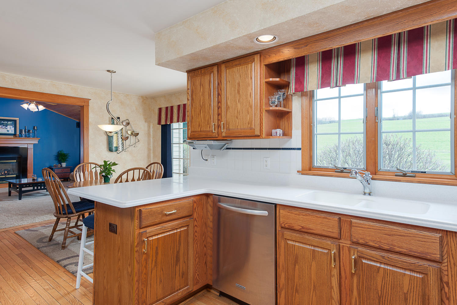 6738 East Creek South Wales NY-large-006-Kitchen-1498x1000-72dpi