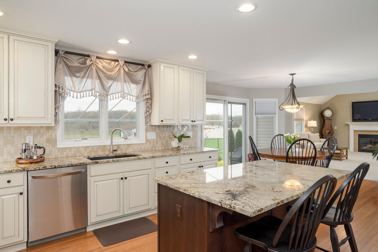 67 Avian Way Lancaster NY-large-005-8-Kitchen-1498x1000-72dpi