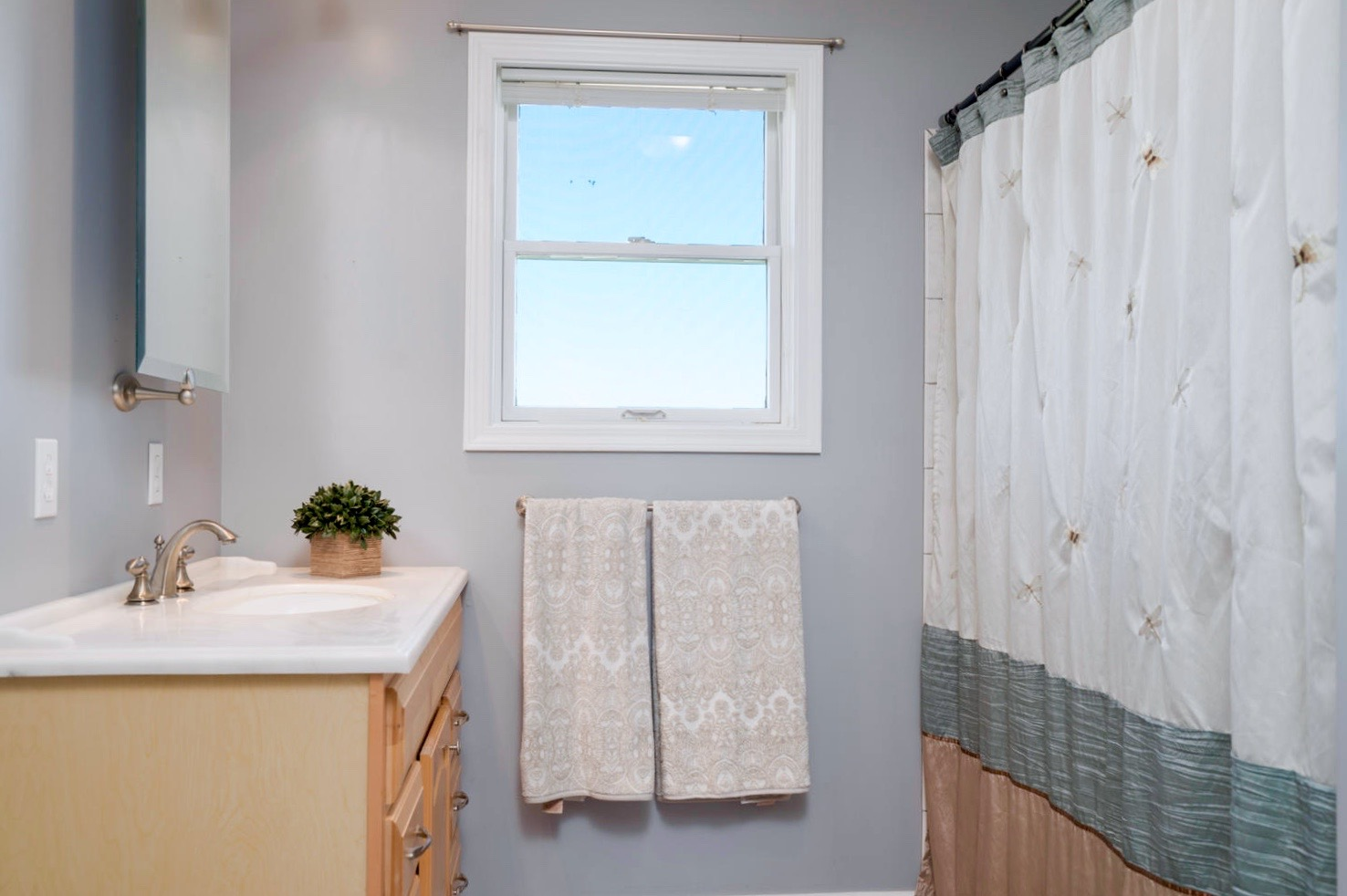7289 Center St Holland NY-large-016-3-Bathroom-1498x1000-72dpi