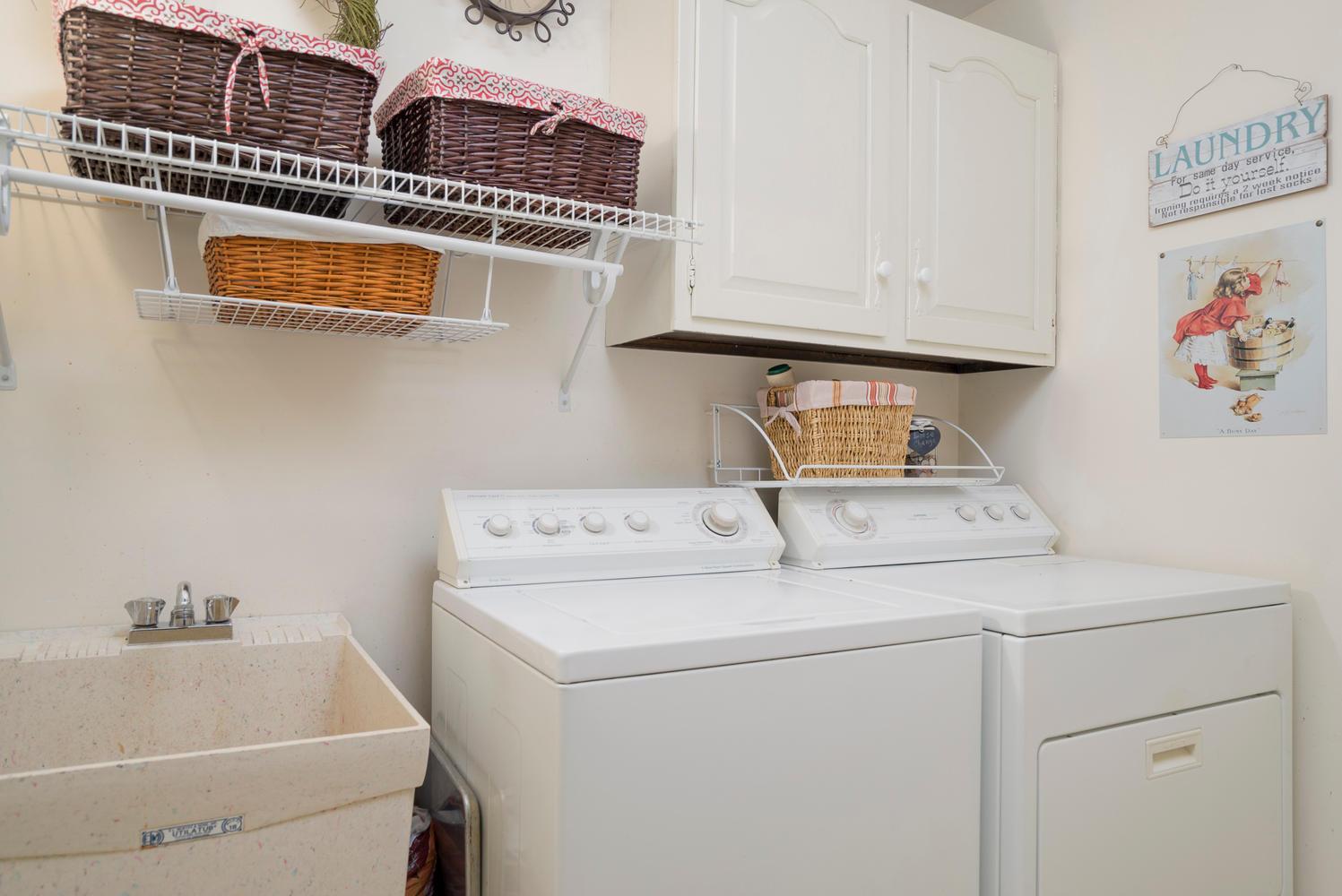 36 Timberlake Dr Orchard Park-large-020-12-Laundry-1498x1000-72dpi