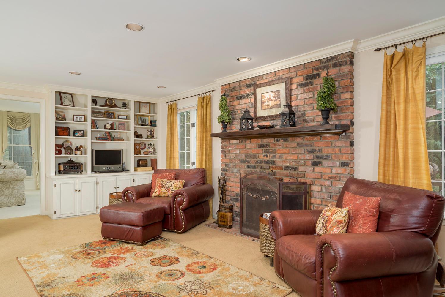 36 Timberlake Dr Orchard Park-large-007-15-Family Room-1498x1000-72dpi