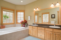 475 Porterville Rd East Aurora-large-012-9-Master Bath-1498x1000-72dpi