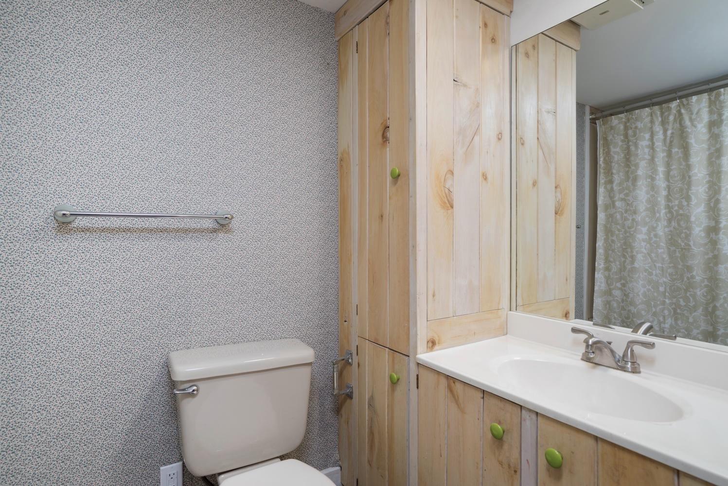 1000 Quaker Rd Orchard Park NY-large-021-17-Bathroom-1498x1000-72dpi