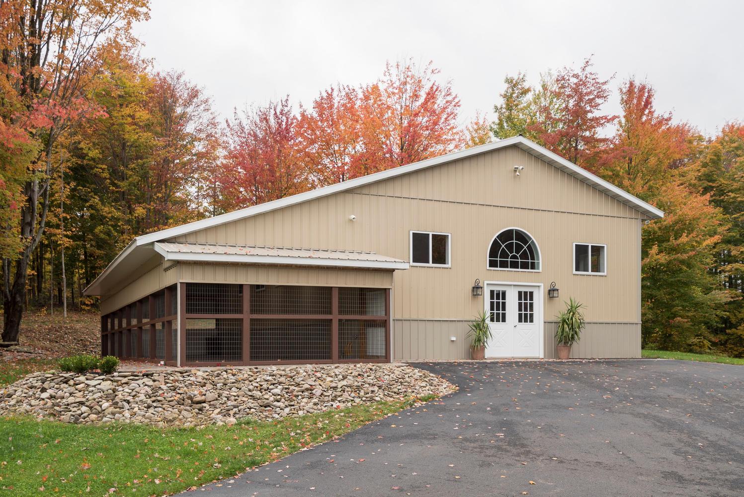6142 Hillcroft Dr Boston NY-large-022-3-Barn-1498x1000-72dpi