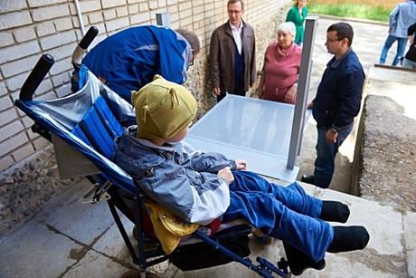 В Обнинске появился первый электрический подъемник для инвалидов ОБЩЕСТВО  /  10 ИЮНЯ 2016