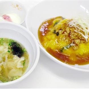 肉そぼろ天津飯と海老ワンタンスープ