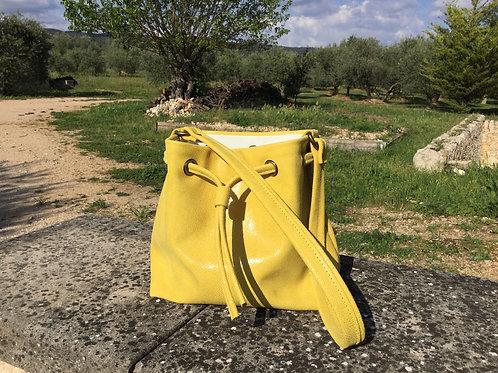 Modèle Matilda piccolo cuir jaune irisé