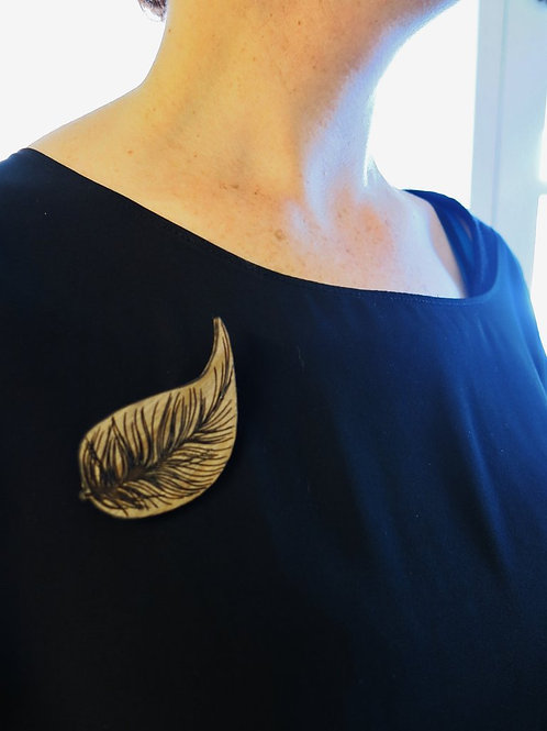 Kiwi Feather Rimu Brooch