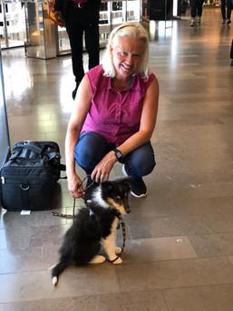 Isa am Flughafen bei Stockholm
