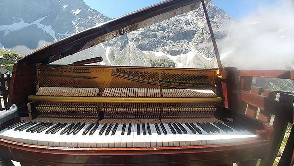 piano à la montagne au Refuge de Font Turbat