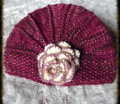 chapeau à fleur rose
