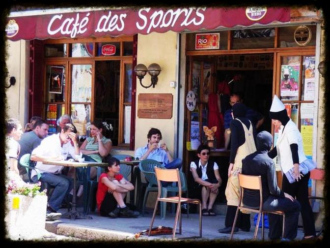 A partir du 3 décembre... Café Tricot cet hiver au Café des sports de Mens!
