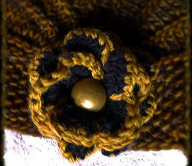 détail bouton bronze chapeau à fleur