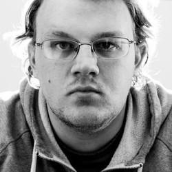 Daniel Brakke - Bass