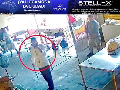 VIDEO: Hombre llega a COBRAR PISO a negocio en Apodaca y empleado lo mata