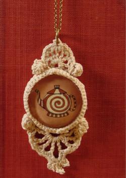 'Wonderland Teapot' Lace Cameo