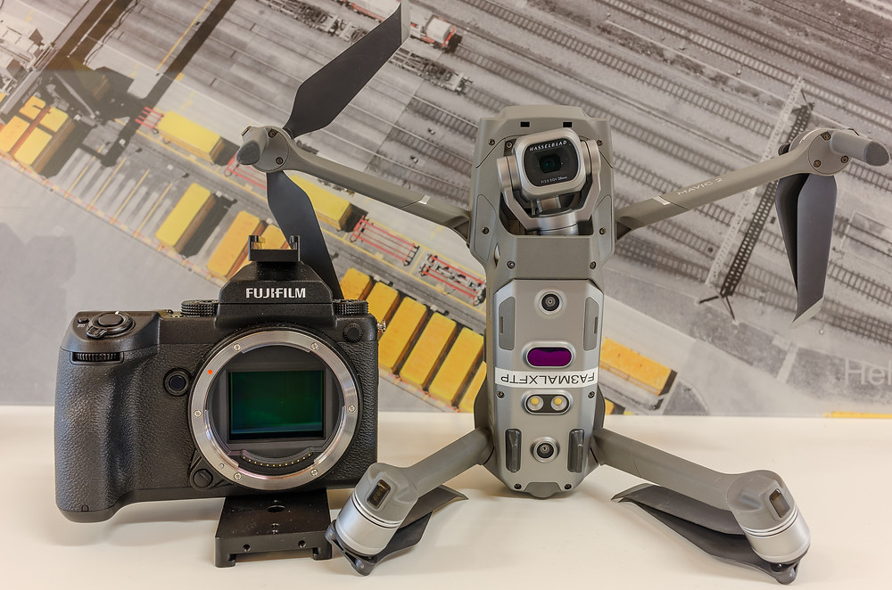 Grössenvergleich Fuji GFX vs DJI Fotodrohne