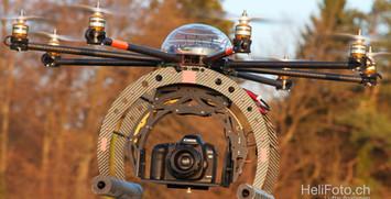 Octocopter mit Spiegelreflexkamera