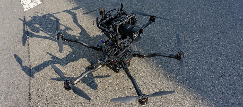 Fotodrohne mit einer Mittelformatkamera für Luftaufnahmen mit über 51 MPX