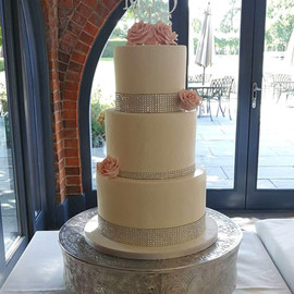 3 Tier Ivory & Diamanti Wedding Cake