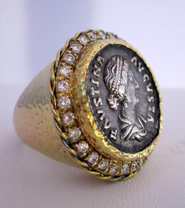 Diva Faustina Ring