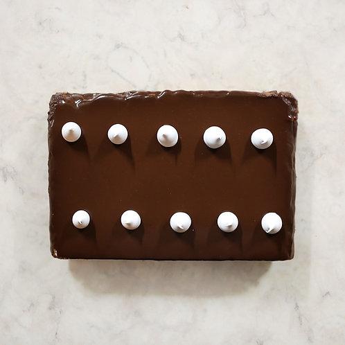 BOLO SUSPIRO DE CHOCOLATE