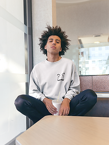 crewneck-sweater-mockup-of-a-man-with-an