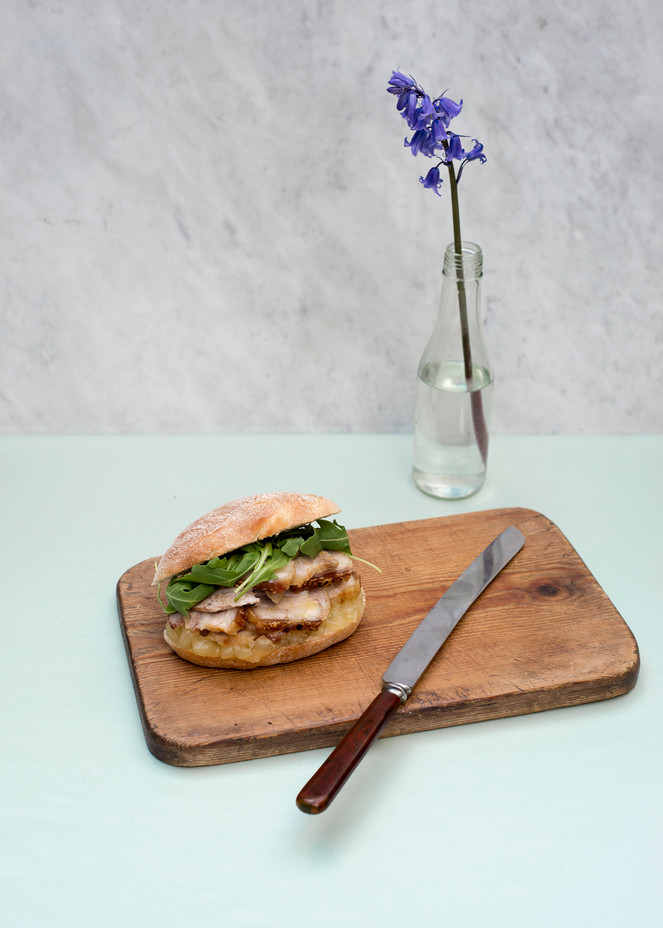 Roast pork sandwich with rocket and apple sauce