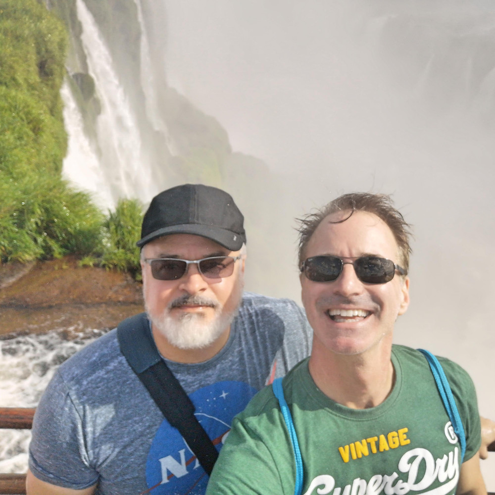 foto of couple at Iguazu waterfall