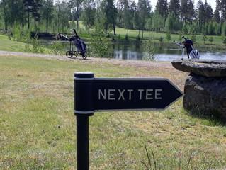 Next tee-skyltar