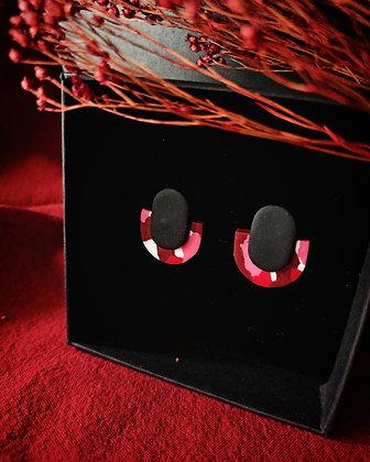 Puces Éclipse Noires sur Terrazzo Rouge Rose Blanc