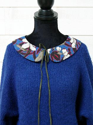 Col Bleu à Fleurs blanches et ruban