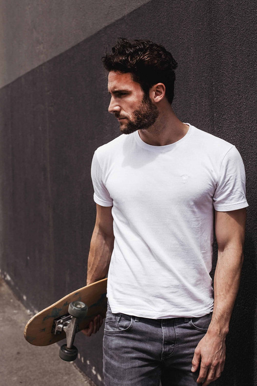 Mann im T-Shirt Modestrecke Modefotografie