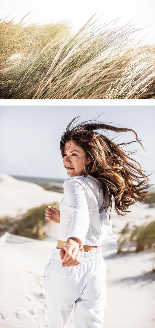 Fotoproduktion Lifstyle Fotograf Mädchen im Sand