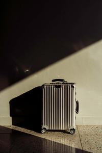 Koffer im Licht