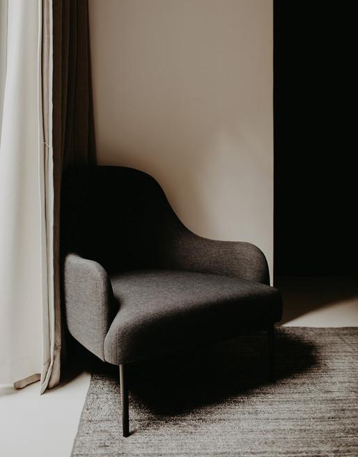 Stuhl im Schatten Fotostrecke Interior
