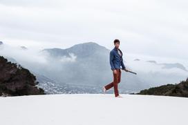 Fotoproduktion Modeshooting Katalogshooting Mann im Sand