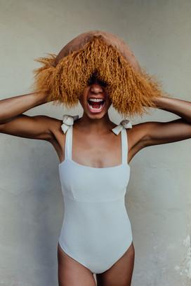 Frau mit Kissen Pad Concept Fotoshooting