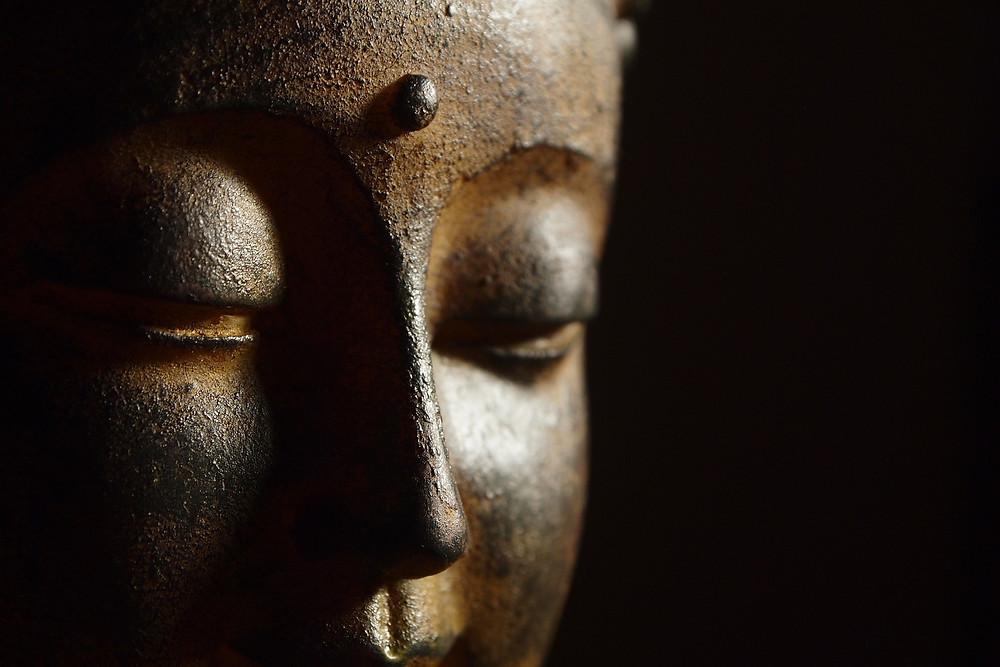 Hos Indisk Emporium har vi et stort utvalg av Buddha figur/ statue. Hos oss kan du finne disse figurer i stein, metal og tre.  Kjøp på nett eller i butikken vår i bergen.