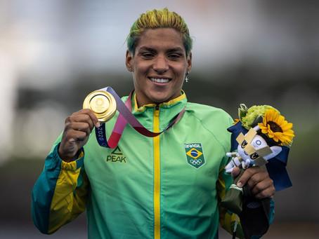 Nadadora baiana Ana Marcela é ouro na maratona aquática