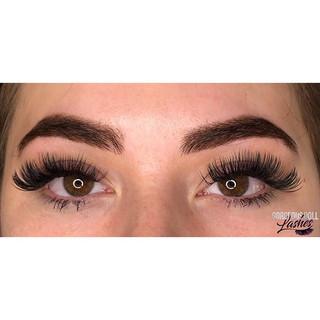 brows & LASHES!_😍😍😍_•_•_#volumelashes