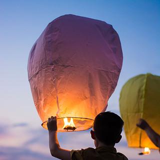 hot air balloons square.jpg