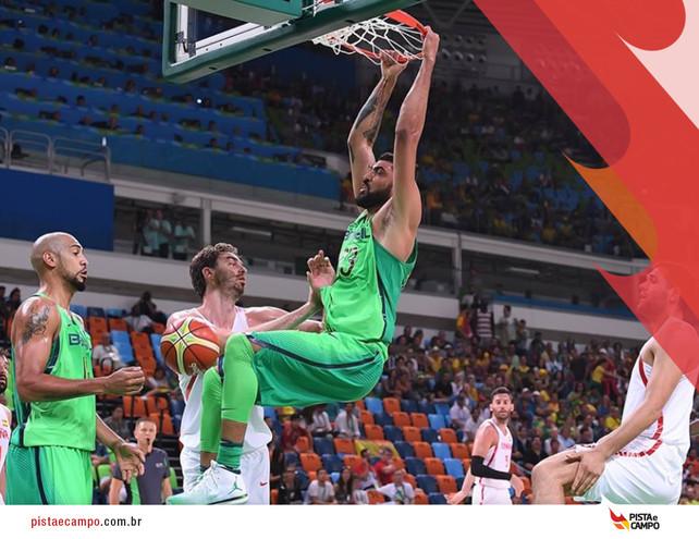 Brasil vence Espanha nos últimos 5 segundos de partida no basquete