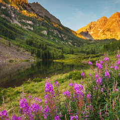 The Maroon Bells Ring In A New Day by Thomas Jones