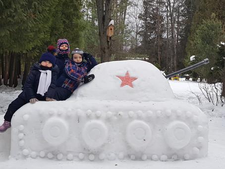 Итоги семейного творческого конкурса построек из снега «Царство Зимушки-Зимы»