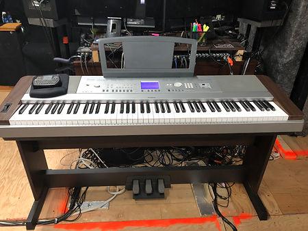 Piano dans le studio.jpg