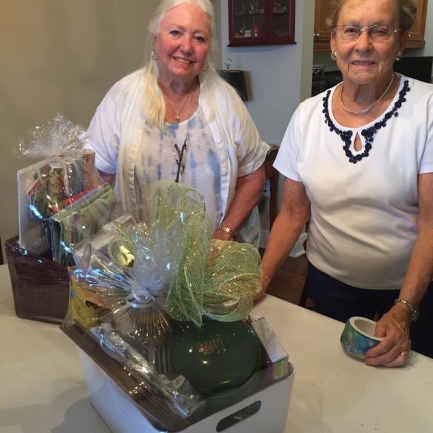Ellie Yelle & Jeanne Weaver prepare Auct