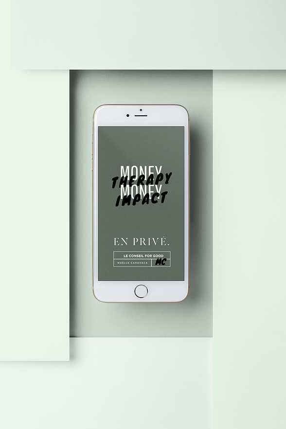 iphone-mockup-lying-with-pasteboards-216